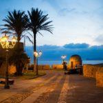 Sardinie, Alghero – Historické městečko na břehu průzračného moře